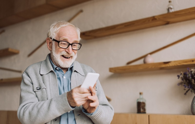 what is the best mobile phone for old people