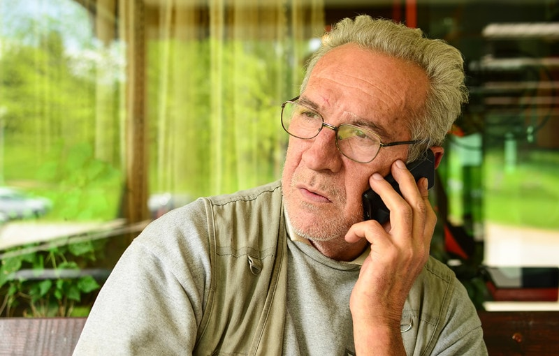 pros and cons of cell phones for seniors