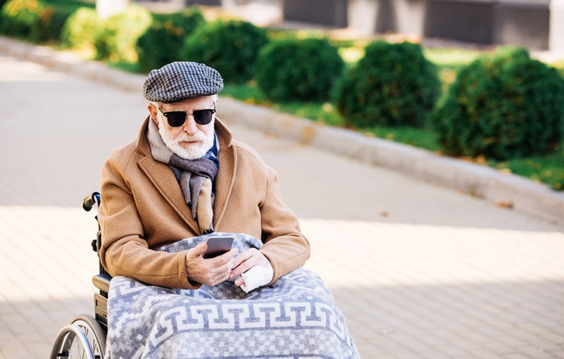 8 Reasons to Invest in a Cell Phone for Seniors in 2021